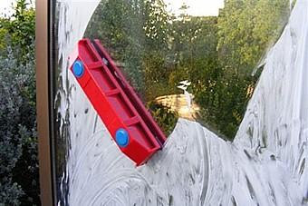 ברצינות הכל לבית | מנקה חלונות דו צדדי עד 20 מ''מ | מוצרי טירולר WV-96